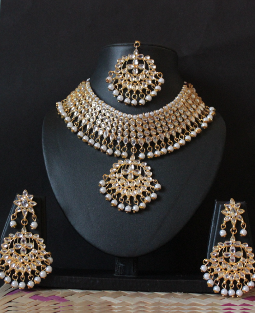 Regular Kundan Studded White Beads Choker Set With Maang Tikka | kauracious.com