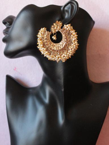 Big Size Pearl Beaded Ad Earrings with Medium sized Maang Tikka | Kauracious.com