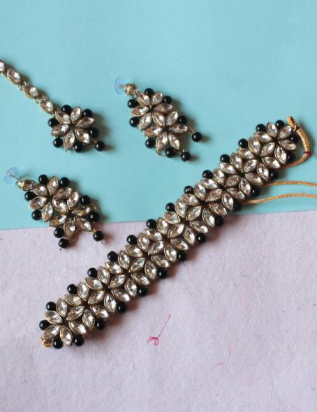 Regular Kundan artficial pearl studded necklace set | kauracious.com