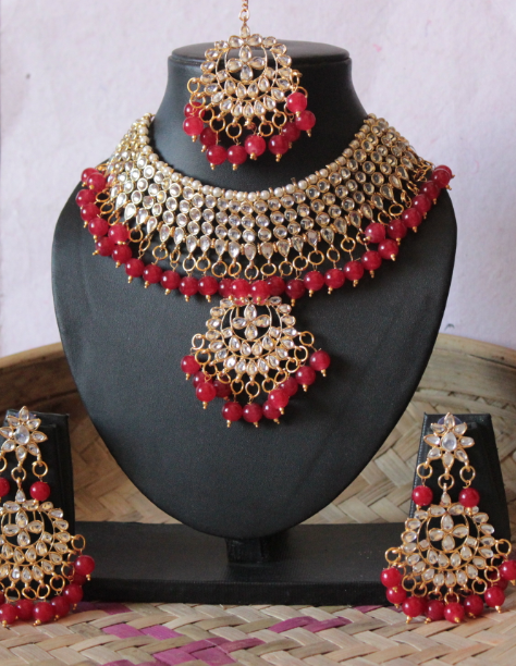 Regular kundan studded red beads choker set with maang tikka | kauracious.com