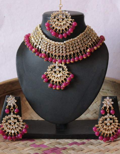 Regular kundan studded rani pink beads choker set with maang tikka  | kauracious.com