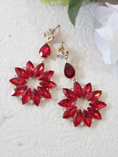 Red floral shaped fashion danglers | kauracious.com