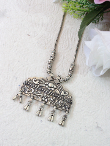 Rectangular shaped oxidised necklace | kauracious.com