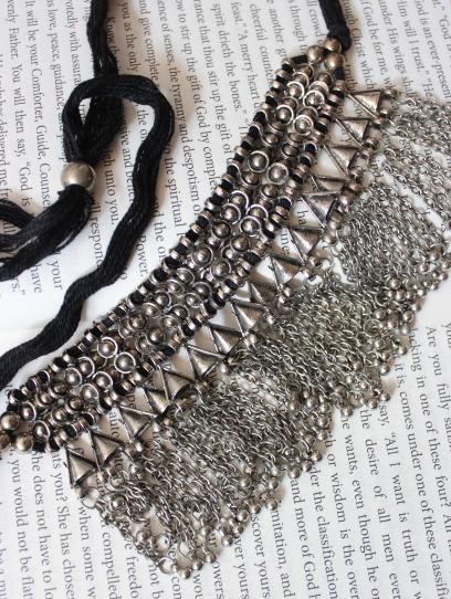 Silver lookalike afghan chain choker  | Kauracious.com