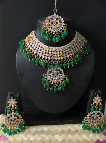 Regular Kundan Studded Green beads Choker set with Maang tikka | kauracious.com