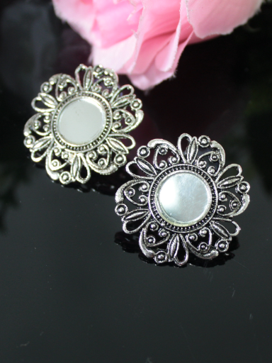 Floral stud style mirror earrings | kauracious.com