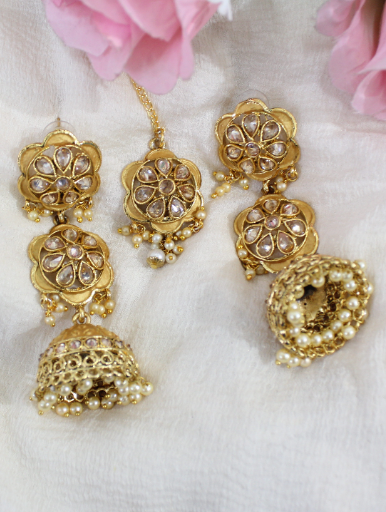 Regal Inpsired Polki Studded Layered Long Jhumki Earrings Maang Tikka Set | Kauracious.com