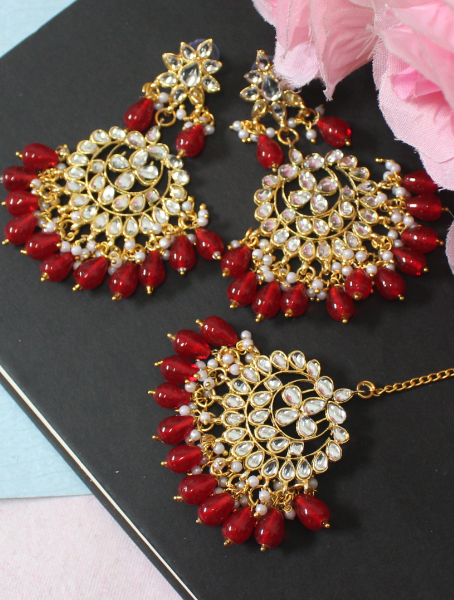 Red Beads studded Faux Kundan Maang Tikka Earrings Set | kauracious.com