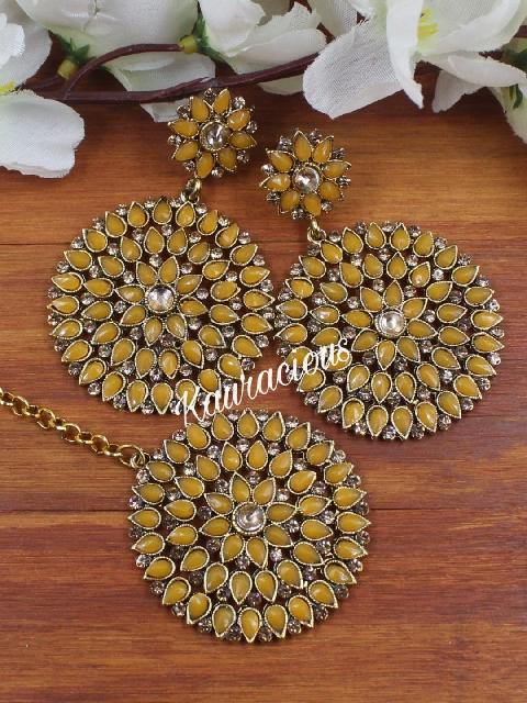 Faux stone studded gold toned maang tikka set. | Kauracious.com