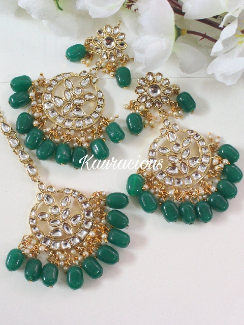 kundan maang tikka set with emerald green pearls | kauracious.com