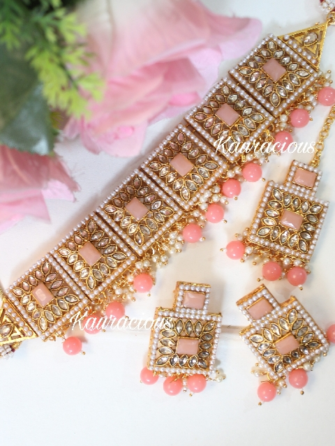 Peach color Square shaped choker set with maang tikka | kauracious.com