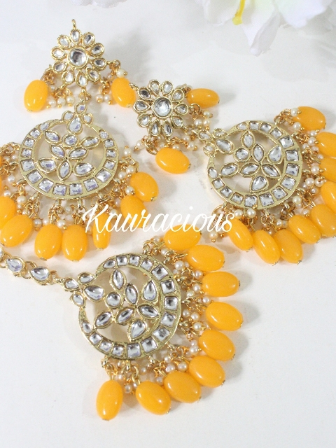 Kundan Maang Tikka Set With Yellow Pearls | Kauracious.com