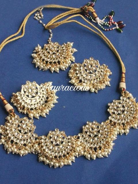 Floral shaped Kundan Necklace Set with Maangtikka | Kauracious.com