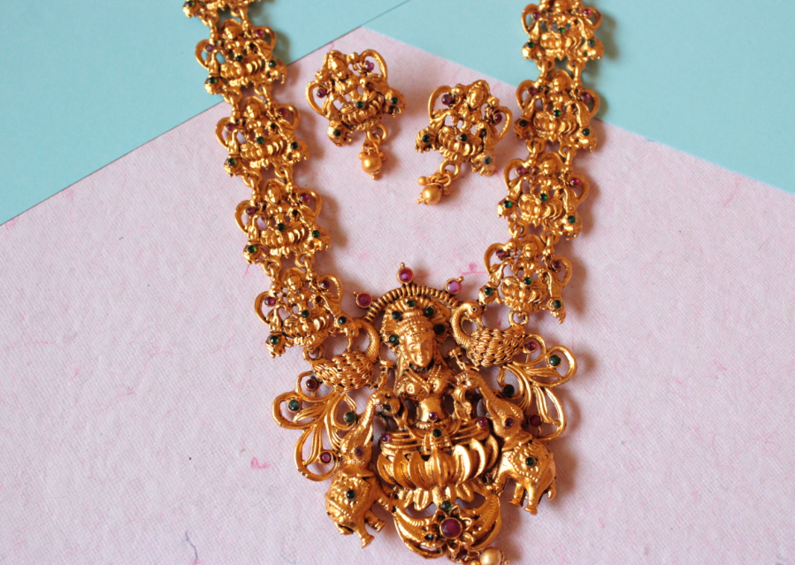 Laxmi Carved Temple Jewellery | Kauracious.com