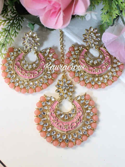 Peach Kundan And Meenakari Oversized Maang Tikka Set | kauracious.com
