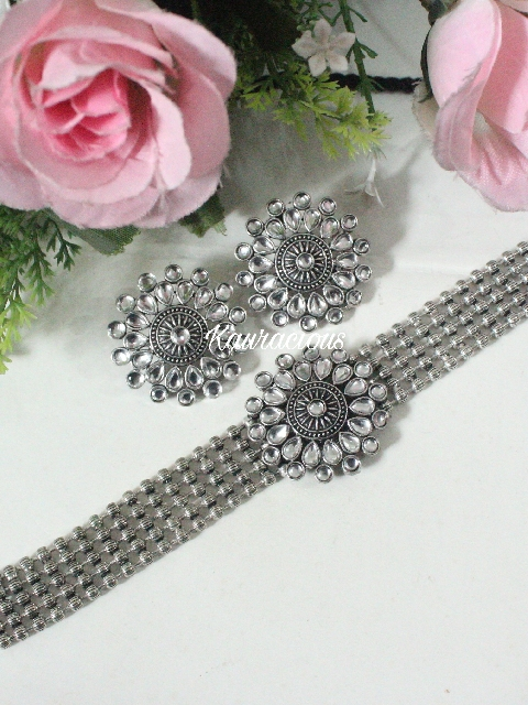 German SIlver Based kundan Choker Set with Earrings | kauracious.com
