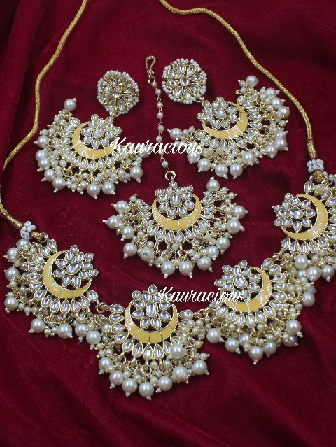 Floral Pattern Necklace Set With Earrings & Maang Tikka | kauracious.com