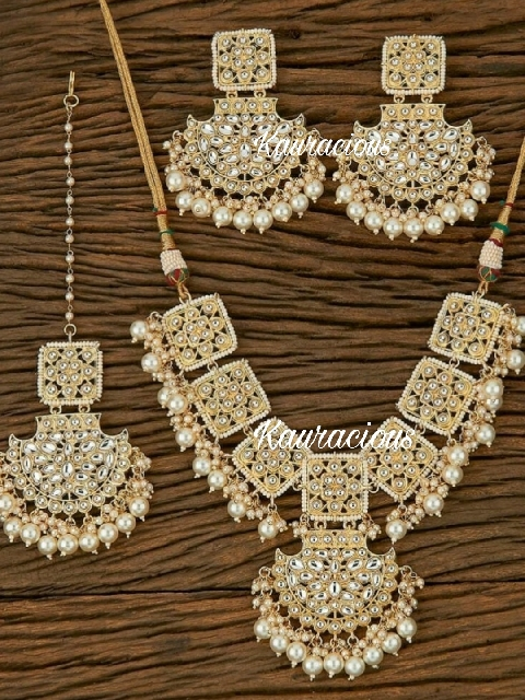 Kundan Choker Set with Earrings & Maang tikka  | kauracious.com