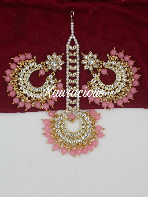 Oversized Kundan Maang Tikka And Earrings Set | kauracious.com