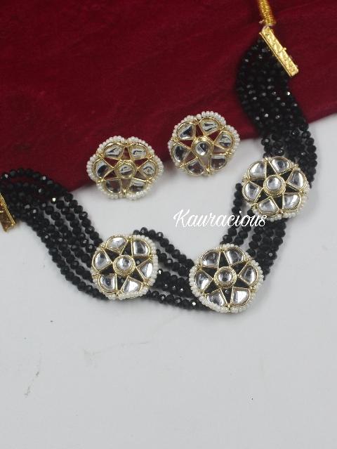 Floral Sleek Traditional Choker Set | kauracious.com
