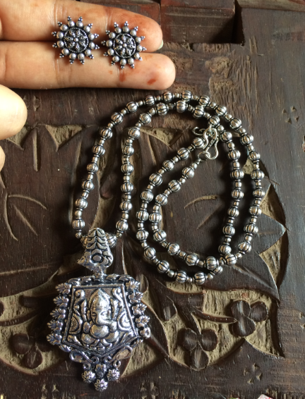 Geometrical Shaped Ganesha Carved beaded Neckpiece Set with floral studs | kauracious.com
